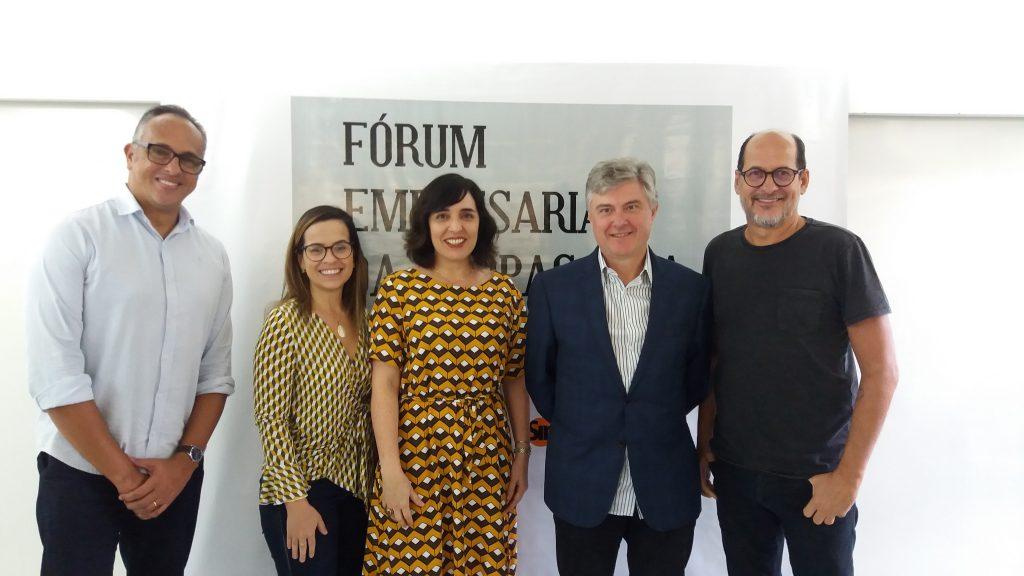 Na foto, da esquerda pra direira: Hermann Gomes, Juliana Queiroz, Marcela Andrade, Caio Barsoti e Queiroz Filho.